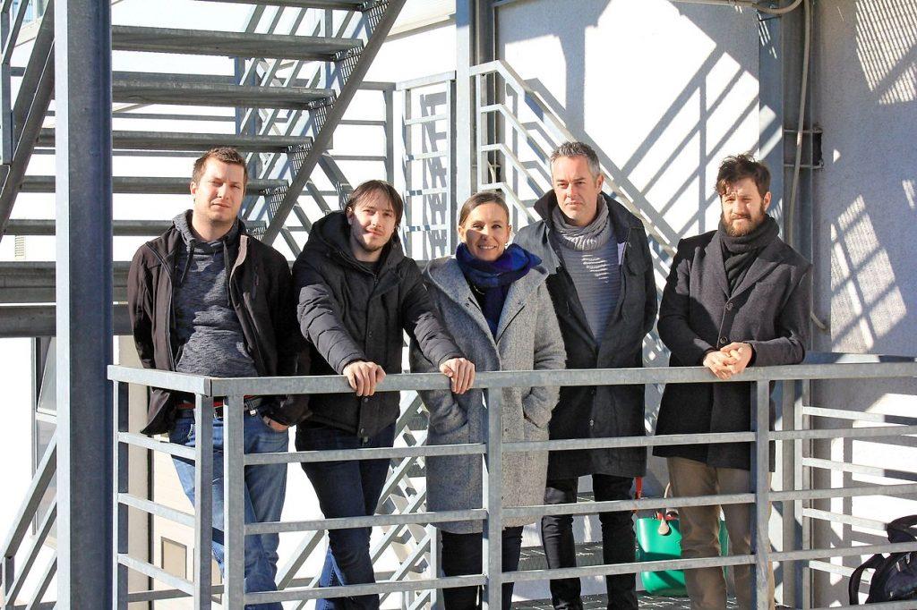 Andrej Peršolja, Marko Fornazarič, Ursula Lavrenčič, Auke Touwslager in Jernej Baša (z leve) so skupaj razvili aplikacijo Kobi. Photo: Nace Novak
