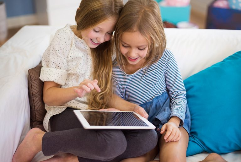 Kobi_Children reading